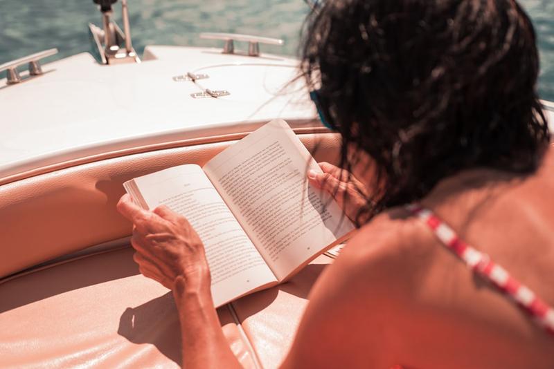 Ty nejlepší knižní oddechovky na dovolenou k moři
